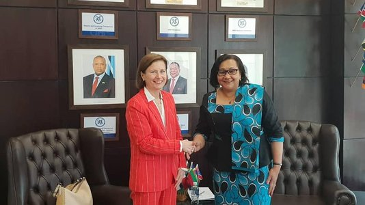 Presention of H.E. Laurence Beau's credentials to SADC's Executive (...)